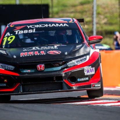 Megvan a magyar autóversenyző karrierjének első pole-ja