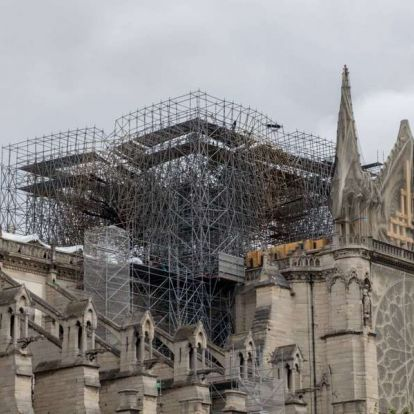 Lassan gyűlik az adomány a Notre-Dame újjáépítésére