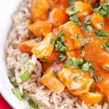Indiai csirke omlósan, joghurtos-fűszeres szószban