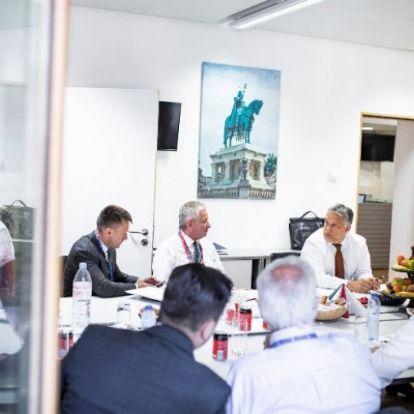 Orbán sorra elbeszélget minisztereivel és az államtitkárokkal