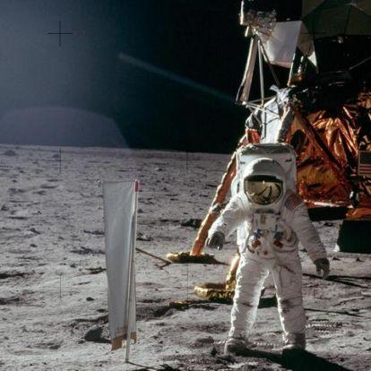 Mi köze az edzőcipődnek és a szelfizésnek a holdra szálláshoz?