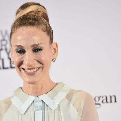 Sarah Jessica Parker's Printed Maxi Dress Hits On This Season's Biggest Trends