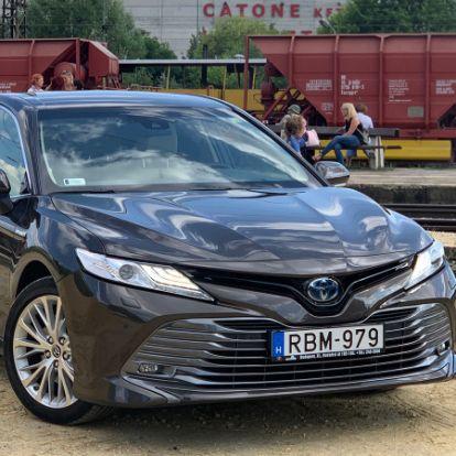 Ki nevet a végén? – Toyota Camry 2.5 Hybrid (2019) teszt