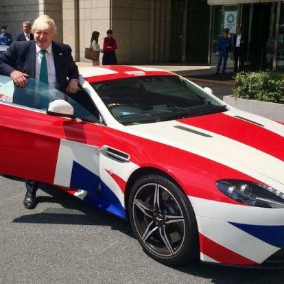 Földbe állt az Aston Martin