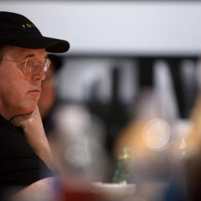 A Szuper haver rendezője részben magát okolja a film bukásáért, ami a fegyveres erőszak elleni tüntetésként született