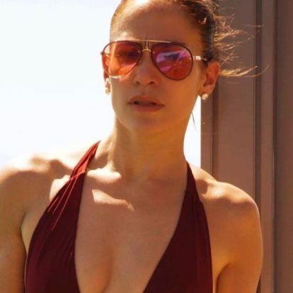 Kezdünk gyanakodni, hogy Jennifer Lopez fürdőruhás képei miatt áll le ennyiszer az Instagram