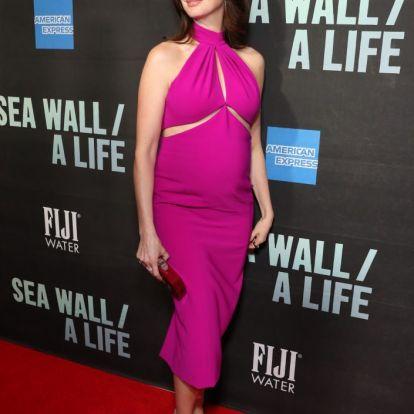 Anne Hathaway megmutatta, hogy a kismamaruhában is van fantázia   Marie Claire