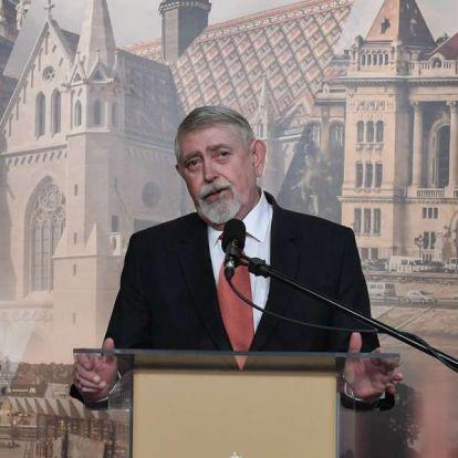 Kásler Miklós saját hatáskörben megalapította a Herczeg Ferenc-díjat, amit évente két írónak adnak majd át