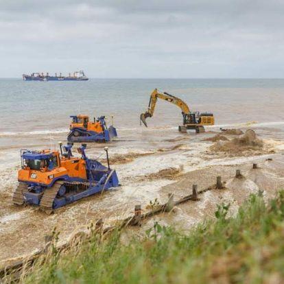 Homokdűnékkel védenek meg egy kelet-angliai települést a tengerszint-emelkedéstől