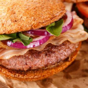 Hamburgerbe vele: A legjobb húspogácsa, amit sertéshúsból készíthetsz!