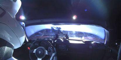 Megkerülte a Napot az űrbe lőtt Tesla