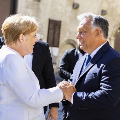 Megérkezett Magyarországra Merkel, Orbánnal tárgyal
