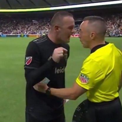Rooney kifakadt a bírónak: Minden kibaszott meccsen ez történik
