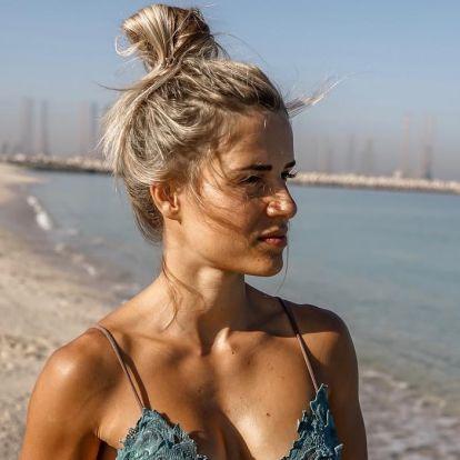 """Egy szál bugyiban """"járőrözött"""" a legszexibb magyar rendőrnő a tengerparton"""