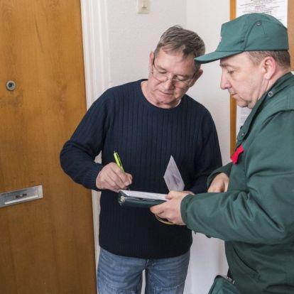 Kormányinfó: kilencezer forint értékű rezsiutalványt kap minden nyugdíjas