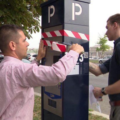 Leragasztotta a Mi Hazánk a XI. kerület parkolóóráit