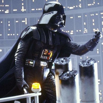 Elárverezik Darth Vader eredeti sisakját