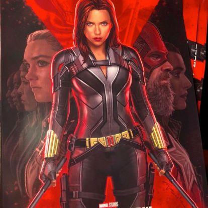 [D23] A Fekete Özvegy első plakátján megszemlélhetjük Natasha új ruháját, David Harbourt Red Guardként és mást is