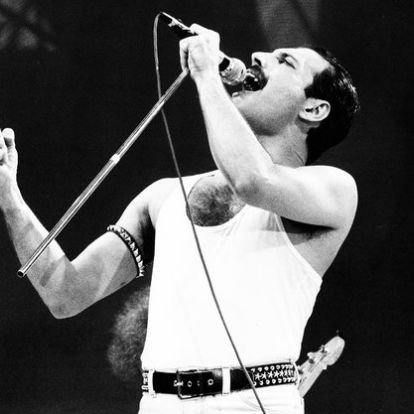 Hangjával és megjelenésével is mindig magára tudta irányítani a figyelmet Freddie Mercury