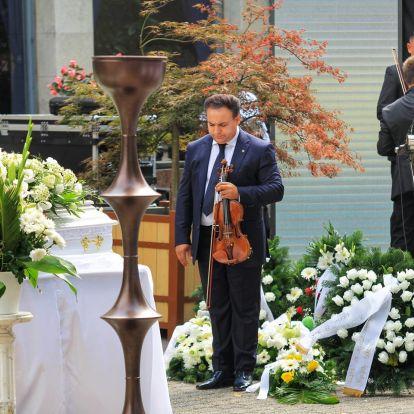 Így hegedült Mága Zoltán L.L. Junior kisfiának temetésén