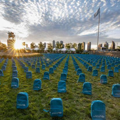 Döbbenetes módon emlékezik háborúkban meghalt gyerekekre az UNICEF New Yorkban