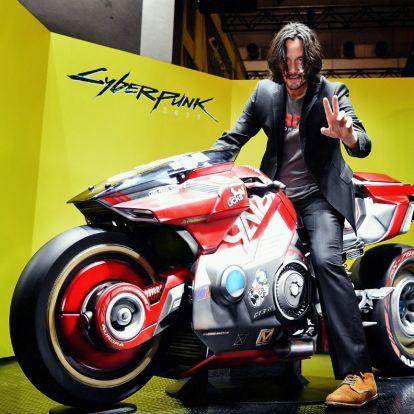 Keanu Reeves ismét Cyberpunk 2077-díszletben pózol a Tokyo Game Show-n