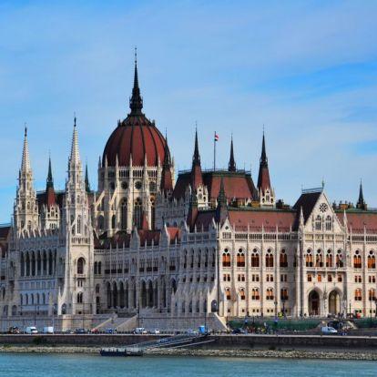 Fidesz: Az ellenzék kampánycélokból akarja összehívni az Országgyűlést