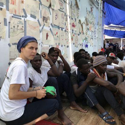 Az új olasz kormány már megengedi, hogy kikössenek a tengerből kimentetteket szállító hajók