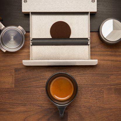 Szeretnéd tudni, hogy mi a tökéletes, kávéházi minőségű otthoni kávé titka, low-budget eszközparkkal?