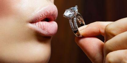 Így verik át a sztárokat kamu gyémántokkal a kapzsi ékszerészek