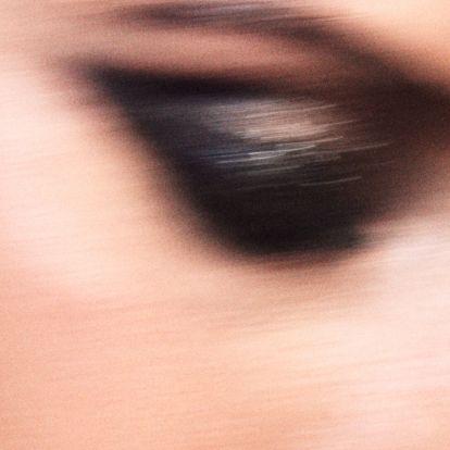Victoria Beckham szemfestékével 5 perc alatt kész lehet a füstös sminked | Elle magazin