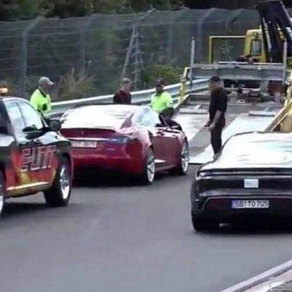 Lerobbant a Tesla prototípusa a Nürburgringen