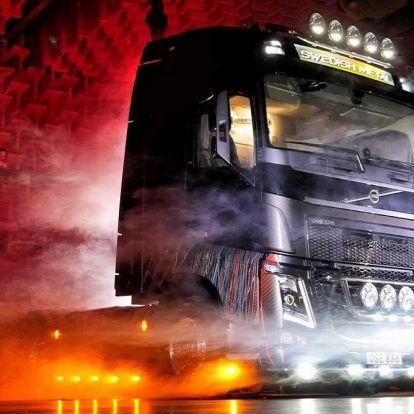 Ez most a legmetálosabb Volvo nyerges vontató