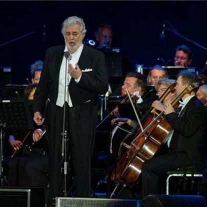 Belebukott a szexuális zaklatási vádakba Plácido Domingo