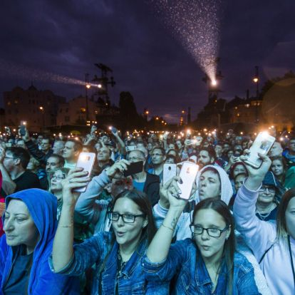 Több mint 70 ezren voltak a Bryan Adams-koncerten