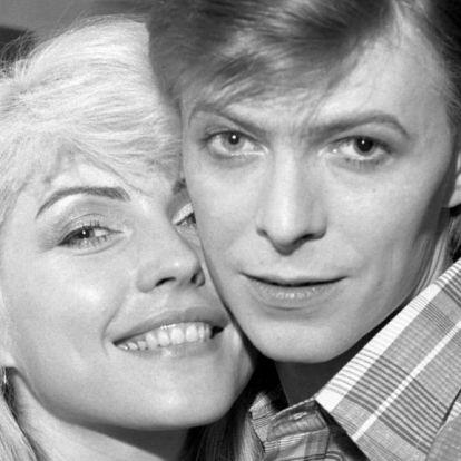 Amikor David Bowie átment mutogatós bácsiba (18+)
