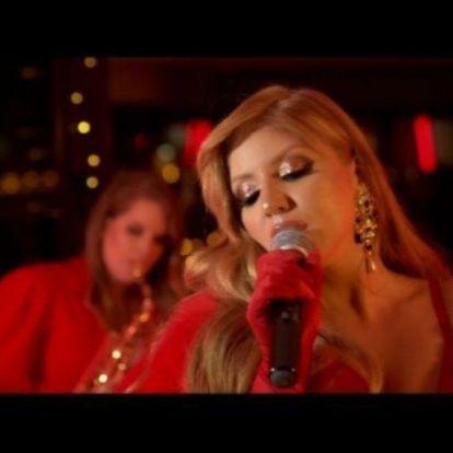 Most akkor Tolvai Reni lesz a magyar karácsonyok Mariah Carey-je?