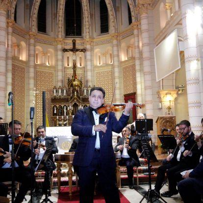 Értelmi sérültekért szólalt meg Mága Zoltán hegedűje Nyíregyházán