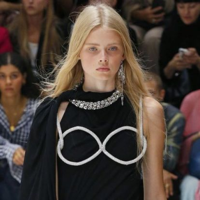 Mellek mindenütt: a divathónap legfeltűnőbb trendje   Elle magazin