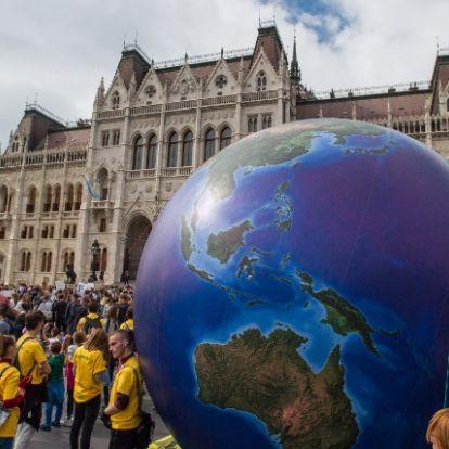 Dollármilliókkal támogatja Soros György a klímatüntetéseket