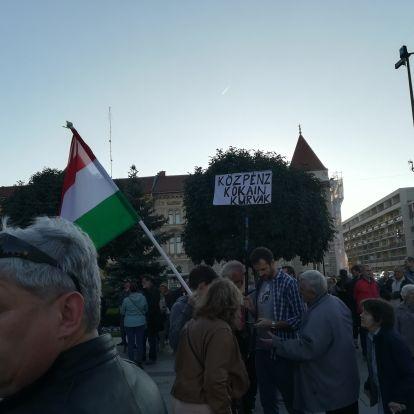 Borkai ellen tüntettek Győrben, a helyszínről hozzuk a legjobb képeket