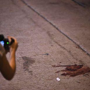 Kalapácsokkal verték félholtra a hongkongi tüntetések egyik szervezőjét