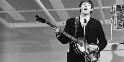 Az internet segítségével találnák meg Paul McCartney 50 éve eltűnt hangszerét