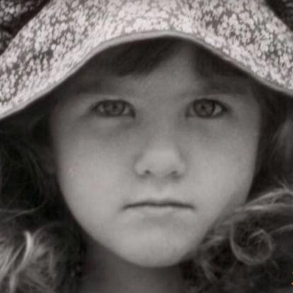 ¡Para comérsela! Jennifer Aniston causa furor con una foto de su infancia