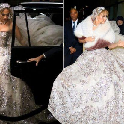 Jennifer Lopez-t elképesztő esküvői ruhában fotózták le New Yorkban | Elle magazin