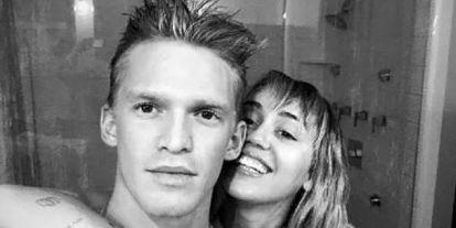 ¡Como dos tortolitos! Miley Cyrus y Cody Simpson cantan juntos hasta en el baño