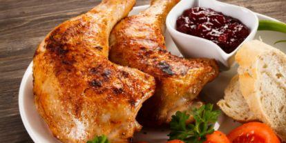 Íme, a titok: Eláruljuk, hogy lesz omlós, mégis ropogós a csirkecomb!