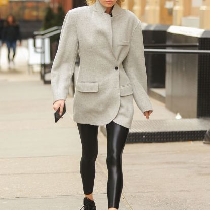 8 simple items to own when wearing leggings in winter 2019