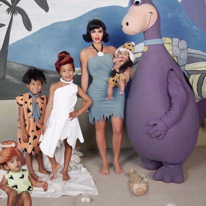 Kim Kardashianék a Flintstones családnak öltöztek
