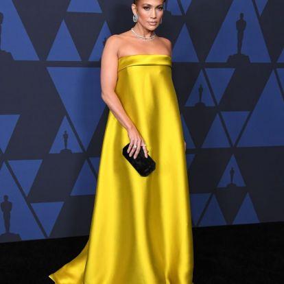 Jennifer Lopez tetőtől talpig aranyban tündököl